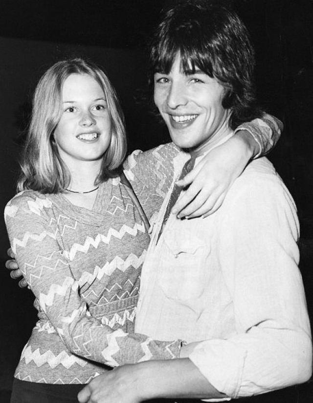 Мелани вместе с Доном устраивали настоящие оргии. Секс, наркотики, спиртное и рок-н-ролл - таким был их тогдашний девиз. В 1976 году они поженились, однако каждодневных вечеринок не прекратили.