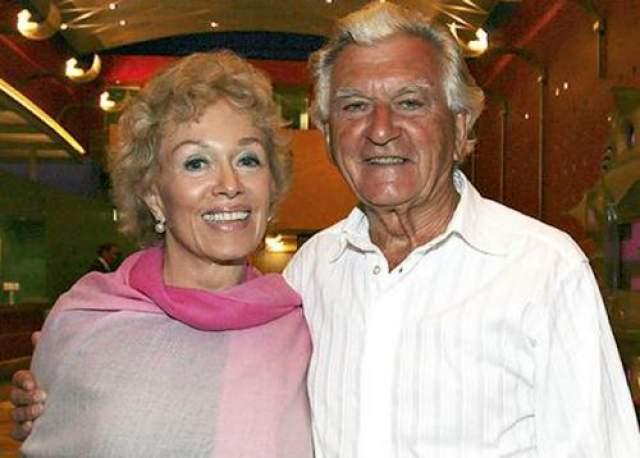 Бланш Дапульже и Боб Хоук Роман австралийского премьер-министра Боба Хоука и писательницы Бланш Дапульже начался после того, как Дапульже познакомилась с политиком для написания его биографии.