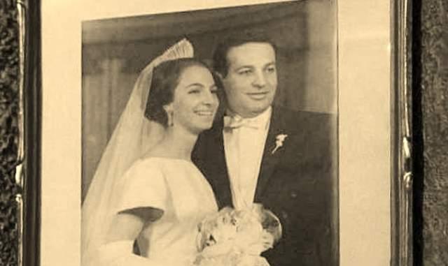 Он счастливо прожил с ней 32 года до ее смерти в 1999 году.