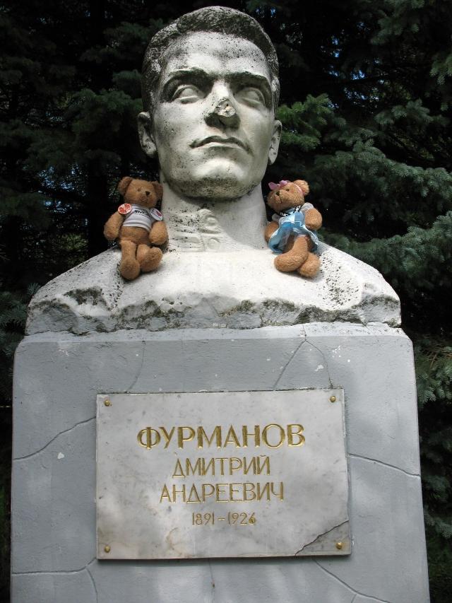 В 1924–1925 годах работал секретарем Московской ассоциации пролетарских писателей (МАПП). В 1926 г. умер от менингита, похоронен на Новодевичьем кладбище.