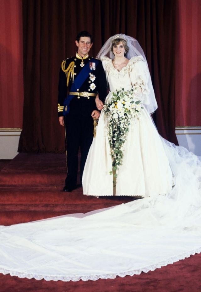 """""""Сказочная свадьба"""", """"Свадьба века"""" так называли их бракосочетание, которое, кстати, не прошло без зловещих знаков."""