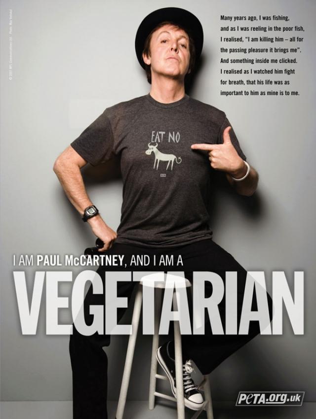 """Недавно Пол и Стелла снялись для рекламной кампании PETA. На плакатах под фотографией """"битла"""" красовалась надпись: """"I'm Paul McCartney, and I'm VEGETARIAN""""."""