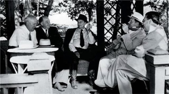 """Никита Хрущев. Генсек буквально влюбился в Крым еще когда работал первым секретарем ЦК Компартии Украины. Потому позже он и """"прикрепил"""" обожаемый полуостров к любимой республике."""