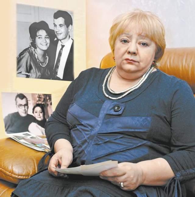 Десять лет после его смерти Ухарова жила одной работой, дочерью и воспоминаниями. А затем в ее жизни объявился старый знакомый - мужчина, который любил ее еще со школьной скамьи. Она смогла начать все сначала, но до сих пор хранит воспоминания о 25 годах счастья с Георгием Бурковым.