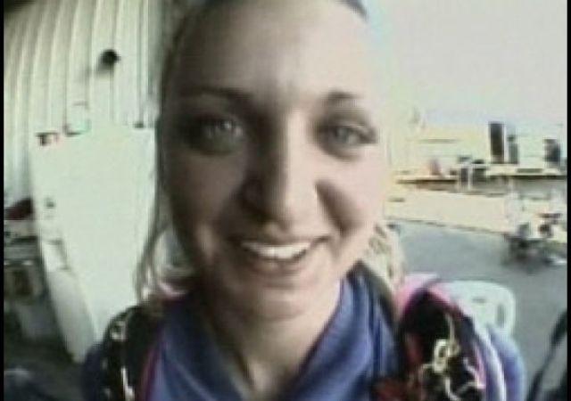 История Шейны Ричардсон начинается, когда она выполняла свой первый прыжок с парашютом. Как только девушка раскрыла свой парашют, она вошла в сильный штопор.