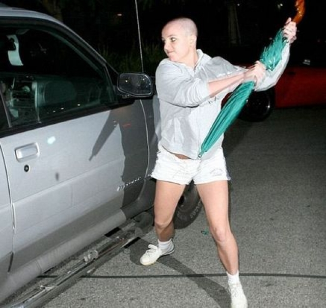 После судебного заседания у Бритни случилась череда психических срывов: она резко набрала вес, оставила карьеру, начала употреблять наркотики, алкоголь и даже побрилась налысо.