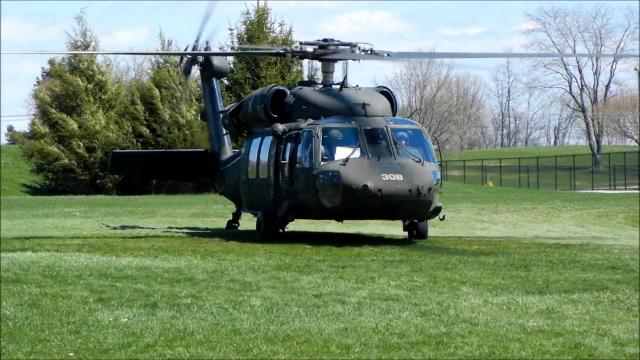 Вертолеты низко летели над холмистой местностью, чтобы достичь виллы без появления на радарах пакистанских военных. Тем не менее пакистанцы подняли свои истребители, но в ход атаки не вмешивались.