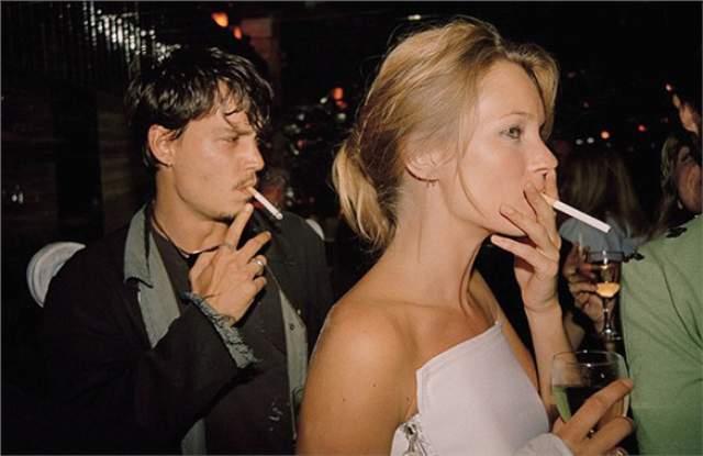 Кейт Мосс и Джонни Депп в лондонском клубе. Будучи парой, молодые люди много времени проводили на вечеринках.