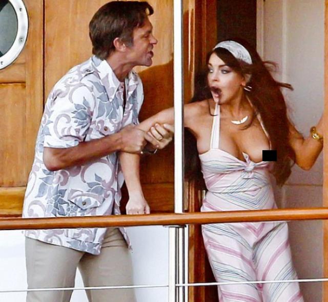 А на съемках нового фильма о Элизабет Тейлор у Линдси также случайно выпала из платья грудь, что даже не заметил ее также увлеченный ролью партнер.