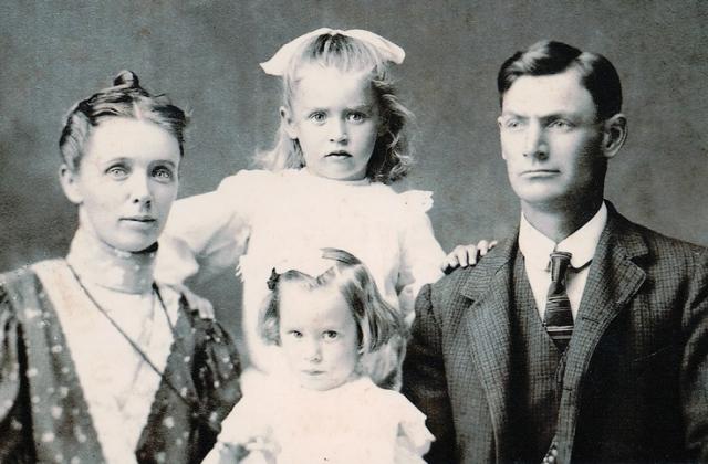 Их второй сын умер от цирроза печени, вызванного алкоголизмом.