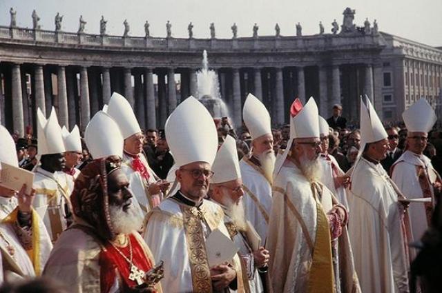 Похороны Иоанна Павла II стоили их организаторам $11,9 миллионов. Как и в случае с Тэтчер, самой большой статьей расходов стало обеспечение безопасности, поскольку на церемонии присутствовали четыре короля, пять королев и 70 президентов.