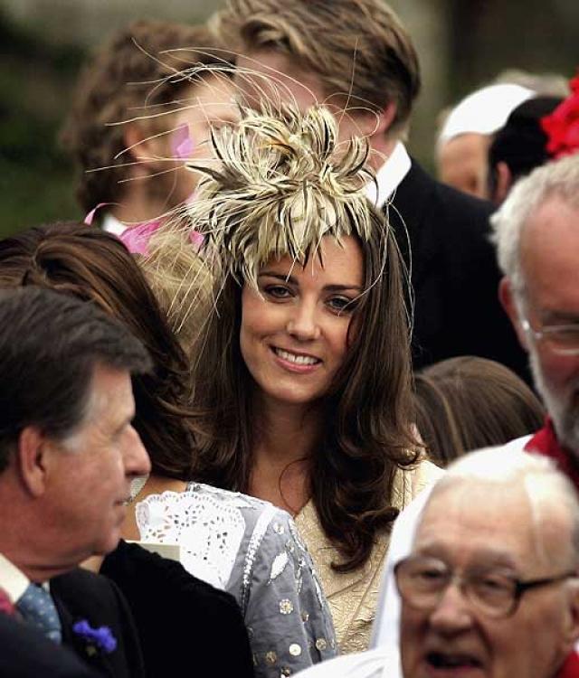 В мае 2006 года Кейт приняла участие в свадьбе герцогини Корнуолла. Это стало ее первым появлением с принцем Уильямом в королевском обществе.