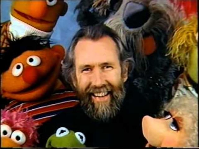 """Джим Хенсон. Американский кукольник, актер, режиссер, сценарист, продюсер, а также создатель знаменитой телепрограммы """"Маппет-шоу"""" завещал проститься с ним в приподнятом расположении духа."""