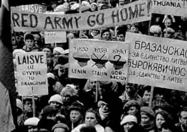 """""""Мы прорвались сквозь """"железный занавес"""" советских оккупантов, впервые в истории успешно направив советский самолет из тюрьмы порабощенных Советами народов в свободный мир. Это событие потрясло советскую империю зла, прославило дело свободы Литвы во всем мире"""", - писал он."""
