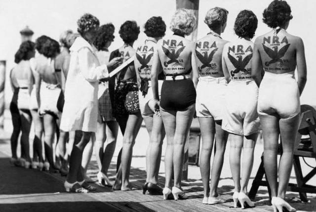 Конкурс красоты Национальной ассоциации стрелков. Конкурс состоялся в США в далеком 1931 году. Каждая девушка ради участия в конкурсе сделала на спине татуировку с эмблемой ассоциации, чтобы в ходе мероприятия предъявить ее жюри.