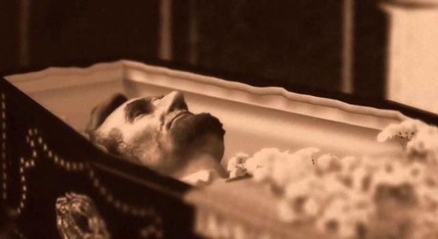 """Большой Джим, бывший еще и фальшивомонетчиком, находился на крючке у спецслужб. Именно они направили к нему """"засланного казачка"""", которого мастерски отрекламировали как """"короля расхитителей древних могил""""."""
