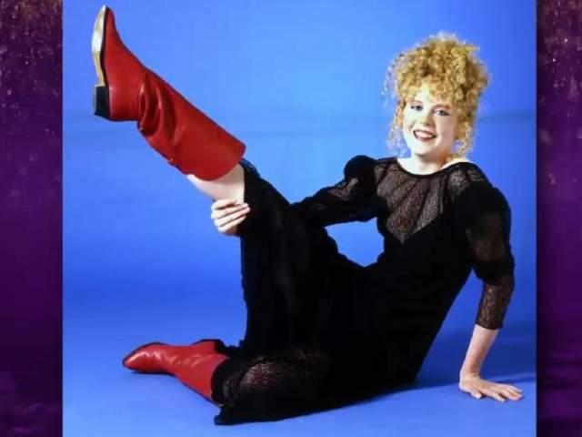 В своих первых фильмах Николь Кидман появилась в образе конопатой девушки с копной рыжих кудрей. За ее плечами есть и такой опыт довольно странного по теперешним меркам позирования в качестве модели.