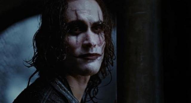 """Брэндон получил смертельное ранение на площадке студии """"Каролко Пикчерз"""" во время съемок одного из эпизодов фильма """"Ворон""""."""
