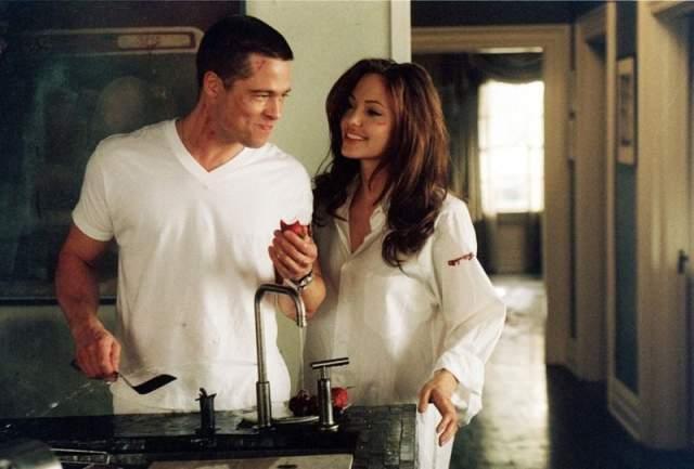 """Когда Депп выбыл из проекта, его место занял Питт, но теперь уже из-за занятости в """"Стэпфордских женах"""" уйти пришлось Кидман. Питт тоже покинул проект на какое-то время, но вернулся, когда главную роль предложили Джоли. Судьба была явно на стороне Бранджелины."""