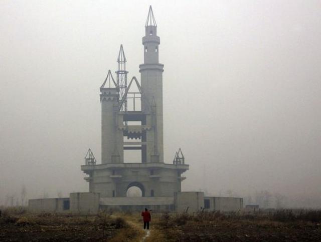 """Заброшенный """"Диснейленд"""" в Китае."""