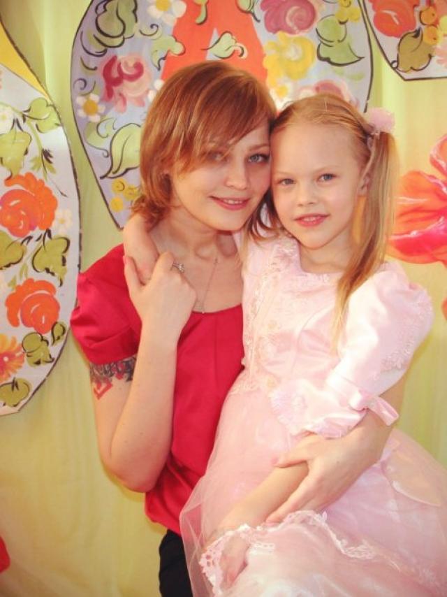 Андрей Князев. Первая жена музыканта - Алена Исаева, стала мамой его дочки Дианы.