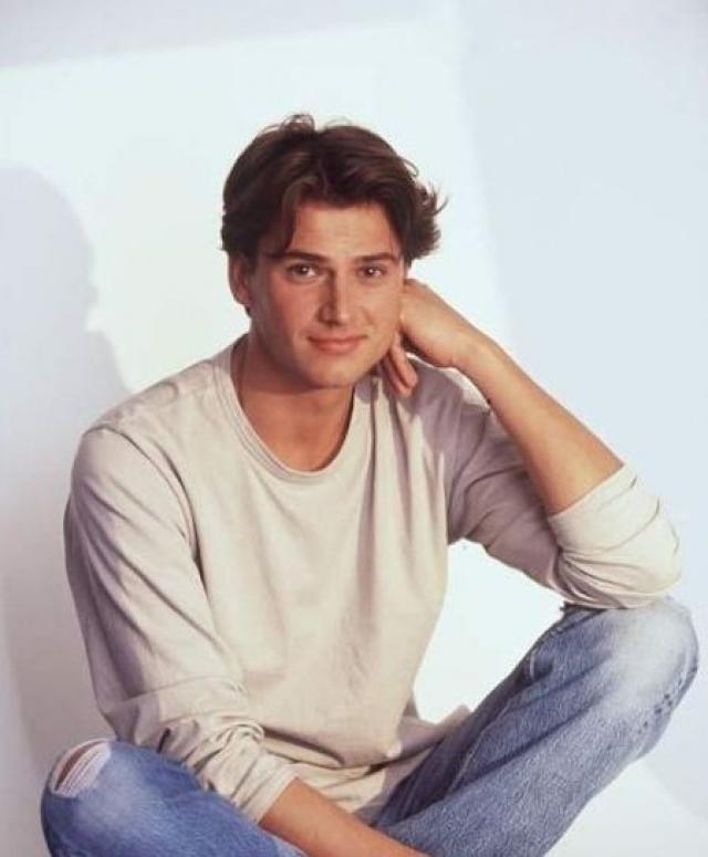 """Себастьен - Себастьен Куриво. Актер - настоящая звезда сериалов. И до """"Элен и ребята"""", и после он снялся во многих французских телепроектах."""
