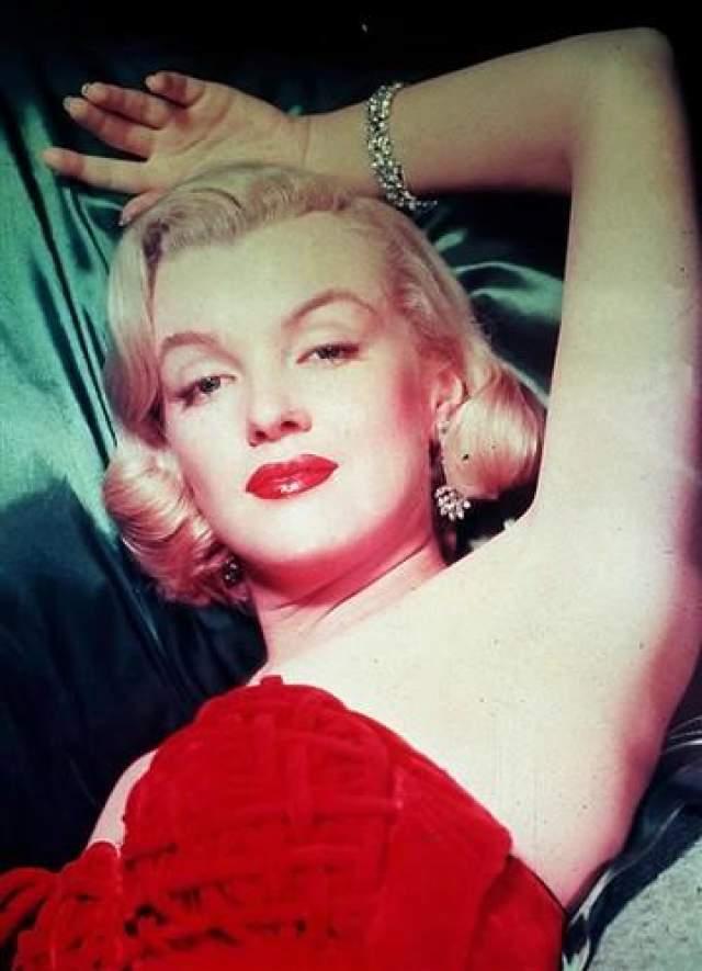 Монро была найдена мертвой в собственной квартире 4 августа 1962 года.