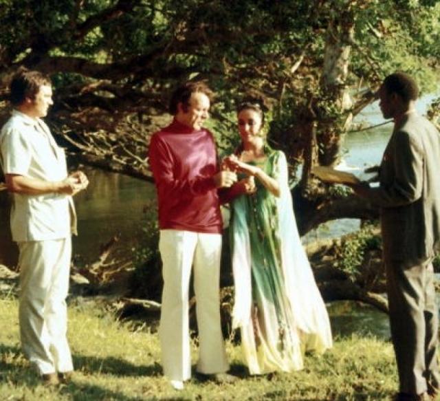 Года порознь хватило, чтобы вновь вернуться в объятия друг друга. Они вновь поженились, на этот раз в Африке, в октябре 1975 года.
