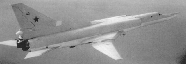А сам остался. Практически не слушавшийся пилота бомбардировщик с полным боекомплектом шел на село. Кубраков неимоверными усилиями удержал самолет от падения.