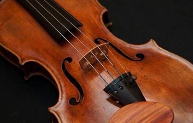 Интересный факт: считается, что Страдивари создал около 1100 инструментов. До наших дней дошли 650, в том числе около 500 скрипок.
