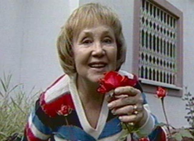 Надежда Румянцева (77 лет). Актриса последние годы страдала от серьезного онкологического заболевания — рака мозга. Она очень похудела, у нее безумно болела голова, она стала падать в обмороки. Умерла апрельским вечером 2008 года.
