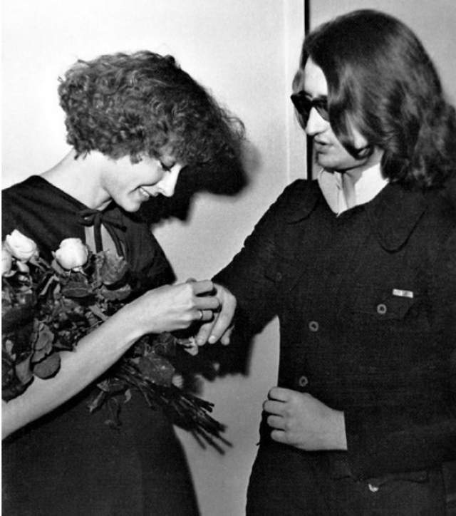 Анастасия Вертинская и Александр Градский. Официальный брак актрисы со следующим звездным супругом продлился всего два года - с 1976 по 1978, причем фактически они жили вместе еще меньше.