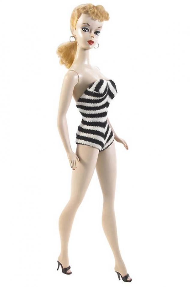 Кукла Барби. Самая первая кукла-блондинка поступила в продажу в 1959 году на Нью-йоркской ярмарке игрушек, а стоимость тогда составила три доллара.
