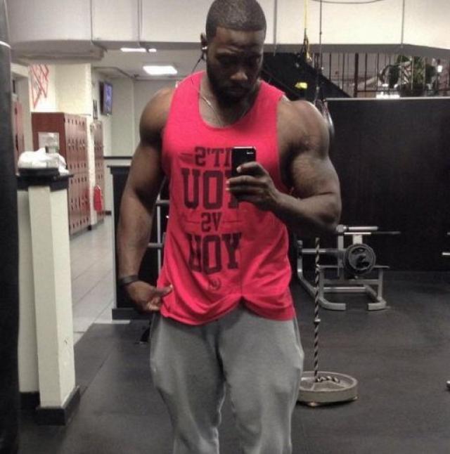 35-летний Адонис Хилл - тренер из Бруклина.