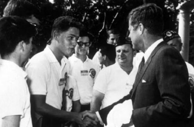 Билл Клинтон и Джон Ф. Кеннеди.