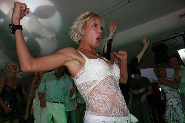 А это Наталья Ионова , известная как Глюкоза, в клубе.
