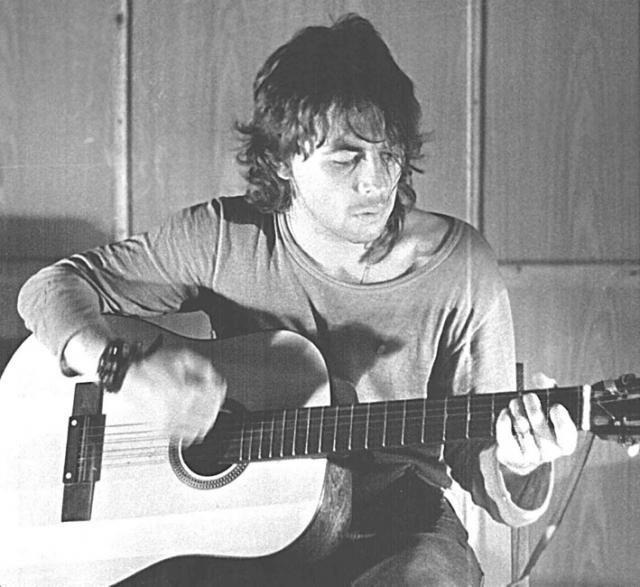 17 февраля 1988 года он гостил у друзей. Между семью и девятью часами утра выпал из окна кухни на восьмом этаже, из-за чего погиб на месте.
