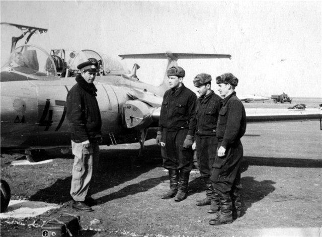 """Он направлял сверхзвуковой дальний бомбардировщик Ту-22М2 с авиабазы на полигон """"Свободный порт"""" для учебного бомбометания. На высоте 3200 метров обнаружились неполадки в работе одного двигателя."""