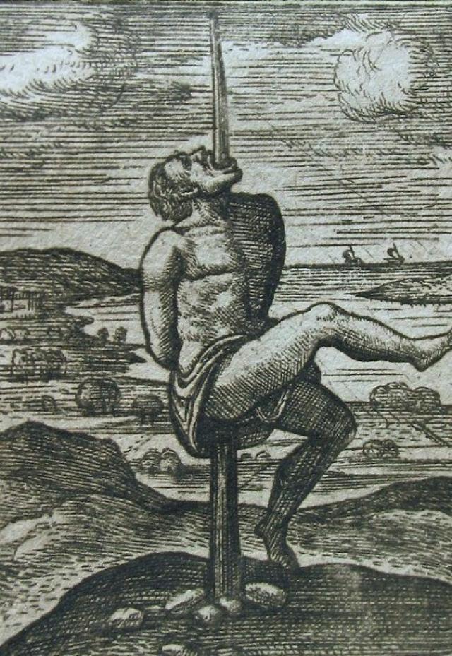 Под собственным весом несчастный съезжал по колу, пробивая внутренности. При этом смерть наступала не мгновенно, иногда человек умирал три дня.