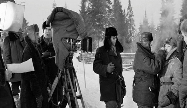 Ей был уже 31 год, когда она играла 18-летнюю Тосю Кислицыну, и, тем не менее, актрисе удалось создать икону именно для молодежи. Но вот на самих съемках все было не так уж легко.
