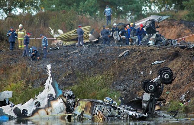 """7 сентября 2011 года самолет Як-42 упал при наборе высоты примерно в километре от аэропорта """"Туношна"""" в Ярославской области."""