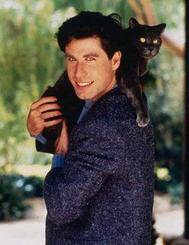 Джон Траволта. Любимого кота актера зовут Барри.