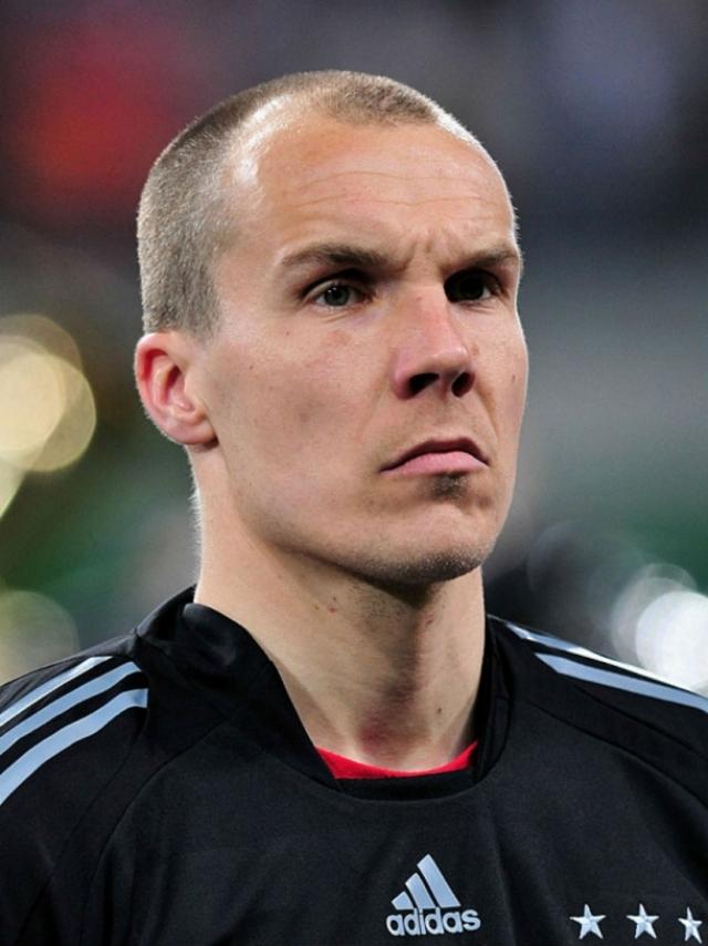 Роберт Энке. Немецкий футбольный вратарь погиб 10 ноября 2009 года в возрасте 32 лет.