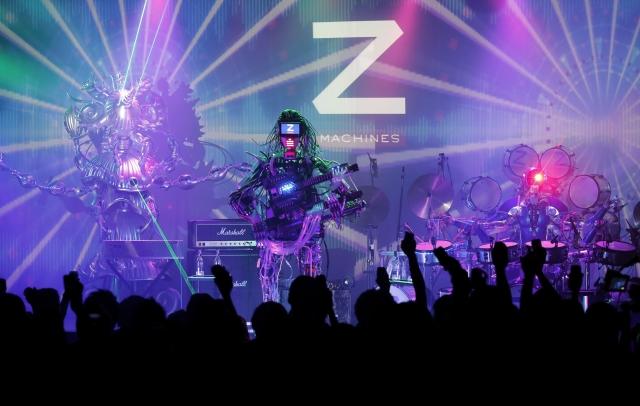 4. Z-machines. Некоторые роботы даже добиваются всемирной славы на творческом поприще. Так, группа Z-Machines, полностью состоящая из роботов, возглавила концертную программу во время японской выставки Maker Faire в Токио в 2013 году.