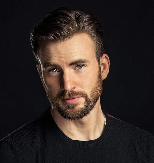 Крис Эванс. Толпы поклонниц появились у актера после исполнения роли Капитана Америки, и с тех пор их ряды только пополняются.