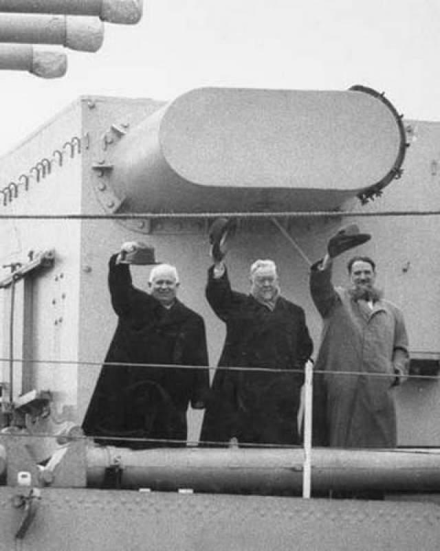 """У причала стоял советский крейсер """"Серого Орджоникидзе"""", на котором с государственным визитом прибыли Никита Хрущев и Николай Булгарин. По данным британской разведки, на крейсере стояла какая-то сверхсовременная система гидролокации, и Лайонелу предстояло это выяснить."""