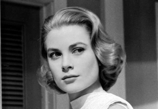 """Грейс Келли, 1929-1982. Американская актриса в 1956 году стала женой князя Монако Ренье III, 10-й княгиней Монако. Американский институт киноискусства поставил ее на 12-е место в списке """"100 величайших звёзд кино"""", хотя она завершила карьеру в 25 лет."""