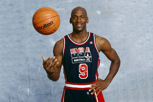 Майкл Джордан. Американский баскетболист сыграл важную роль в популяризации баскетбола и НБА во всём мире и является одним из самых узнаваемых игроков.