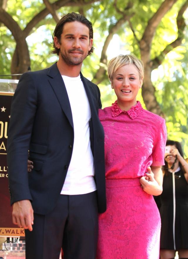 Теннисист Райан Свитинг и актриса Кейли Куоко развелись в сентябре. Поверх тату с изображением даты их свадьбы Куоко набила изображение гигантского жука.