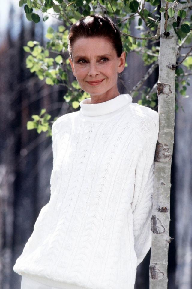 """Последний раз на экранах Хепберн появилась в роли ангела в фильме Стивена Спилберга """"Всегда"""", снятом в 1989 году."""